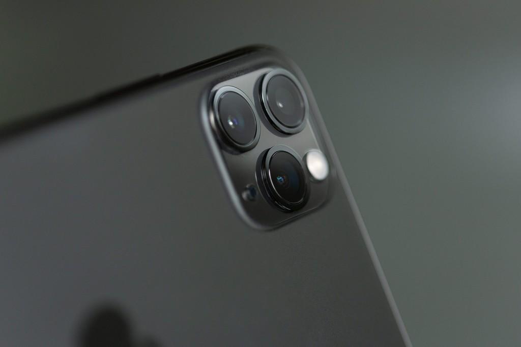 Apple prepara un iPhone enorme de 6,7 pulgadas con OIS en ultra gran angular para este 2020, afirma Kuo