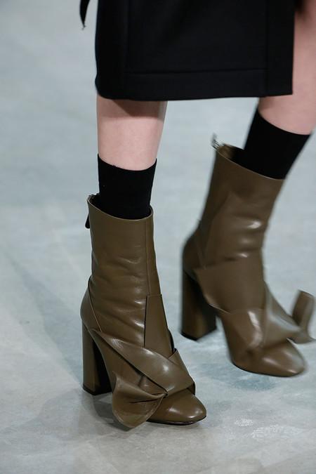 Clonados y pillados: los botines con lazada más deseados del momento son de No.21 ¿O era Zara?