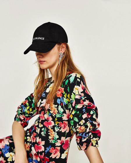 21 vestidos de Zara para comprar en rebajas por menos de 30 euros