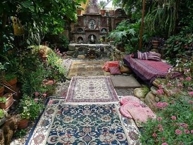 Espacios que inspiran: un jardín salvaje con un toque oriental