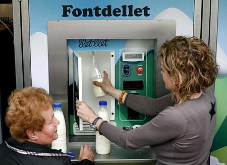 Leche fresca a granel en máquina expendedora