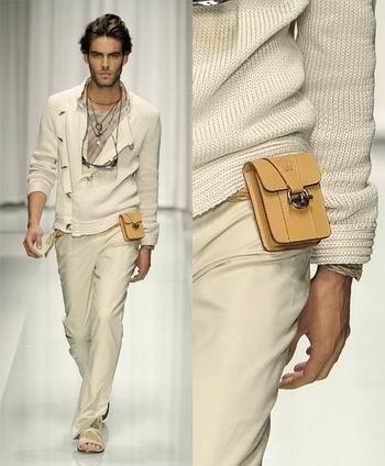 Versace pone de moda las cartucheras