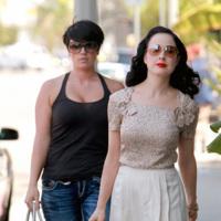 Dita Von Teese y Michelle Williams, formalidad contra lo casual