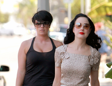 Dita Von Teese y Michelle Williams, formalidad contra lo casual