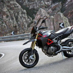 Foto 14 de 30 de la galería aprilia-dorsoduro-factory-2010 en Motorpasion Moto