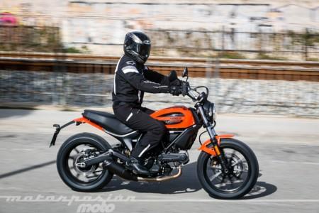 Scrambler Ducati Sixty2 044