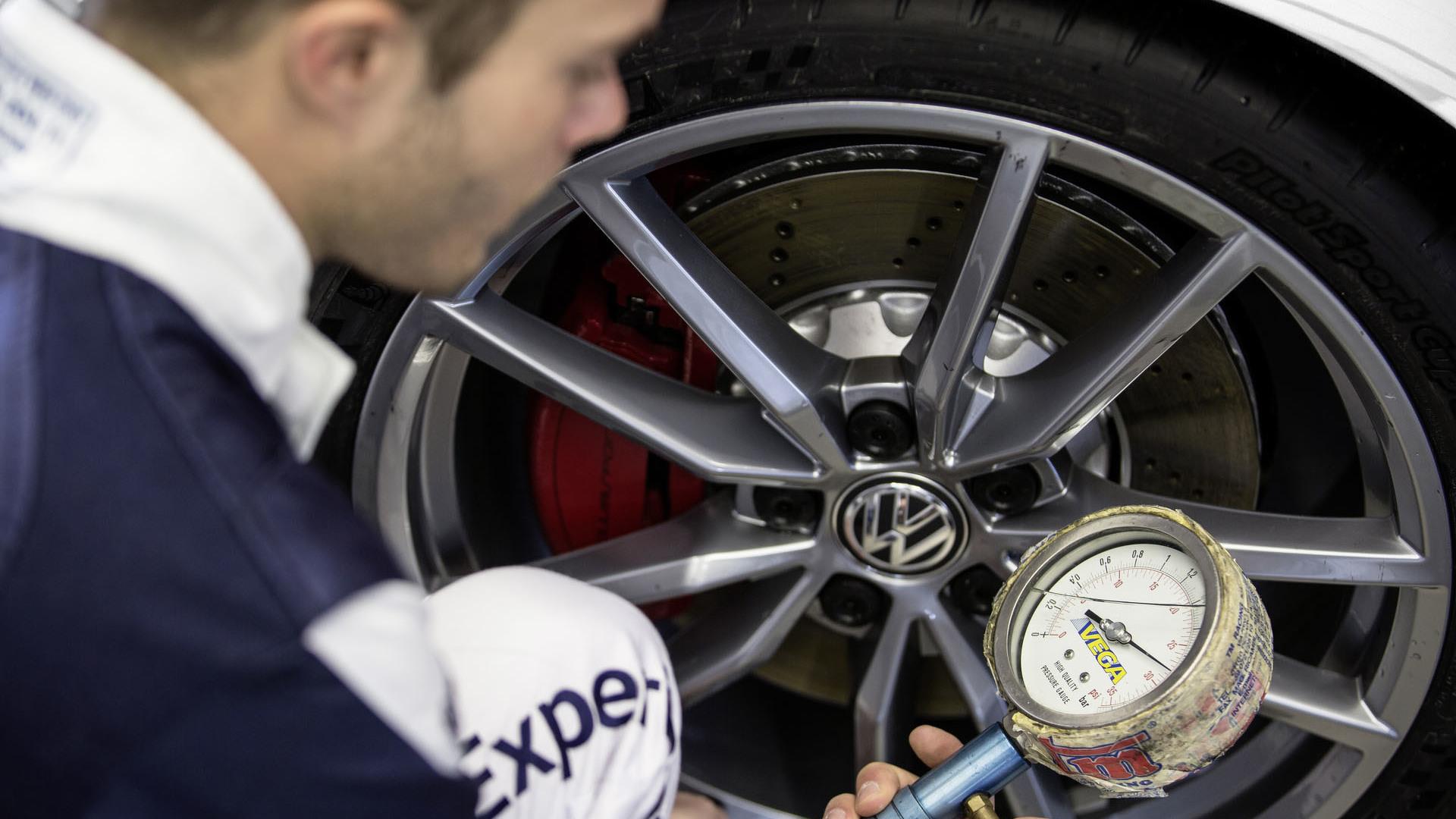 Foto de Volkswagen Golf GTI Clubsport S (13/36)