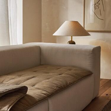 Un protector de sofá, un botellero o un pequeño mueble para el baño..., estas son algunas de las novedades de Zara Home de esta semana