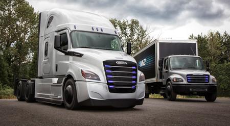 """Daimler Trucks presenta dos nuevos camiones eléctricos """"anti-Tesla"""", y llegan a Norteamérica este 2018"""