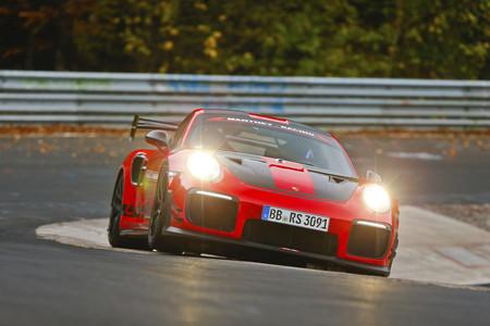 El Porsche 911 GT2 RS de Manthey Racing se convierte en el modelo de calle más rápido en Nürburgring