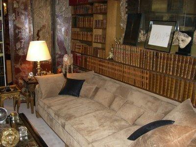 El sofá del piso de 'Frasier Crane', réplica del de Coco Chanel