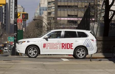 First Ride, recién nacido y ya montado en un Mitsubishi Outlander
