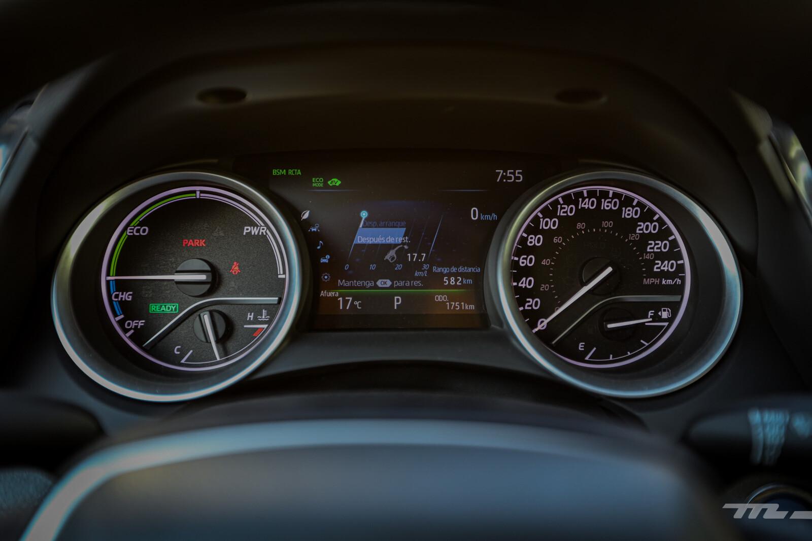 Foto de Toyota Camry Hybrid 2021 (31/38)