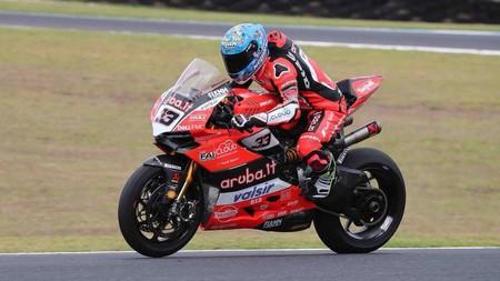 Marco Melandri se queda en Superbikes con Yamaha y con Sandro Cortese de compañero