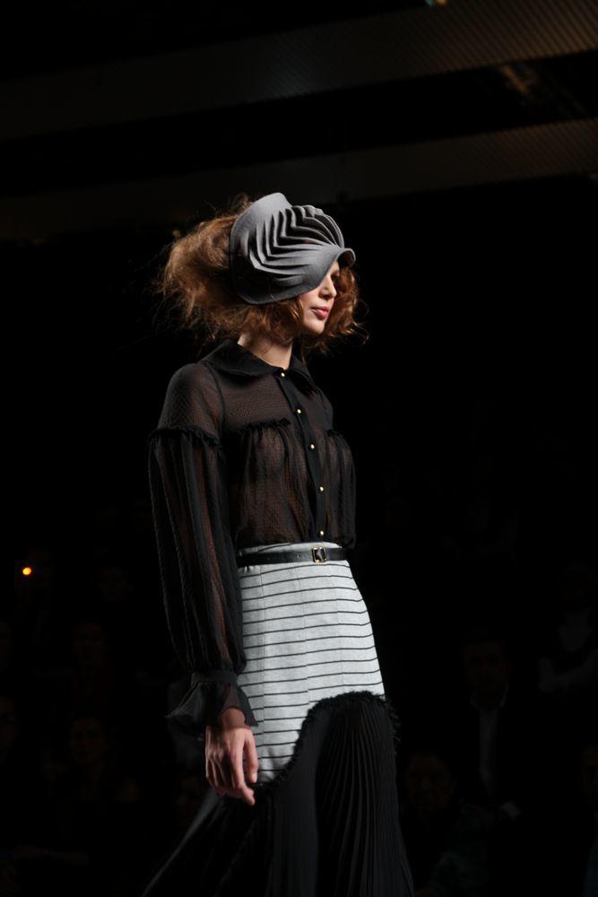 Foto de Alma Aguilar en la Cibeles Madrid Fashion Week Otoño-Invierno 2011/2012 (63/126)