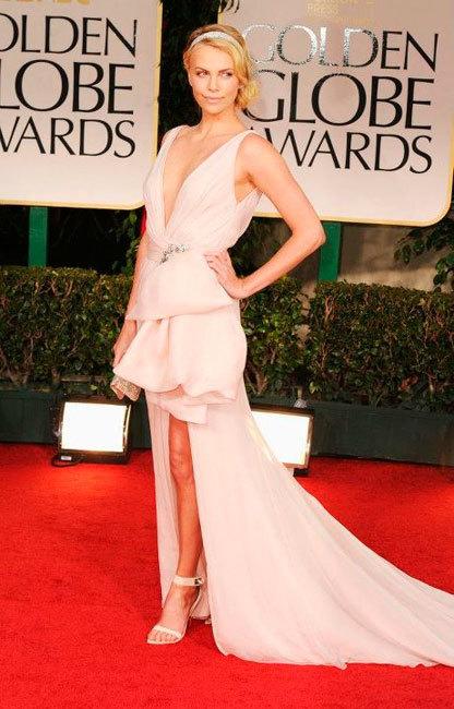 Charlize Theron se lanza de lleno en la maternidad