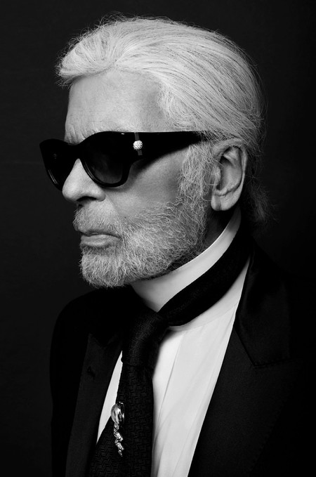 Siete artistas reinventaran la icónica y elegante camisa blanca en honor a Karl Lagerfeld