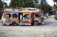 "Los ""tap taps"" de Haití homenajean al Mundial de fútbol"