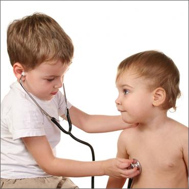 Los pediatras españoles atienden a más niños de lo recomendable