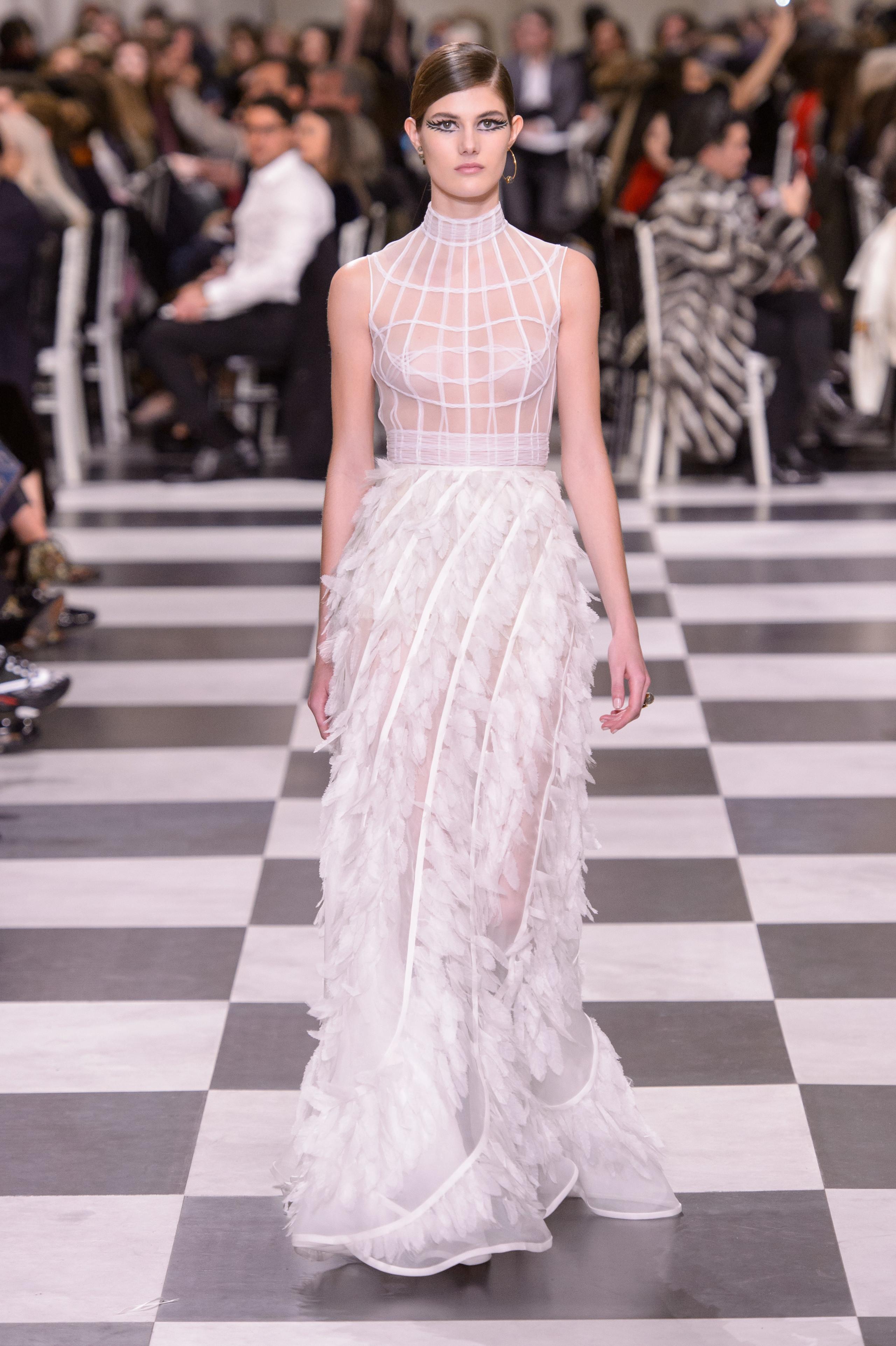 Foto de Dior Alta Costura: Maria Grazia Chiuri y su mágico desfile en blanco y negro Primavera-Verano 2018 (42/74)