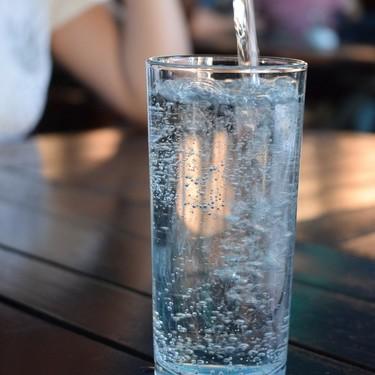 Diferencias del agua mineral: natural, gasificada y mineralizada