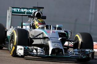 Test Abu Dhabi: Mercedes el más rápido, Sainz rueda y Honda arranca