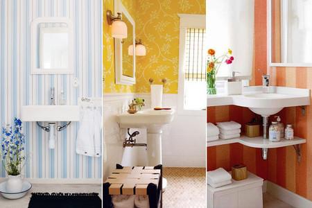 Buenos ejemplos de baños con papel pintado