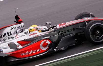 Lewis Hamilton se impone a los Ferrari