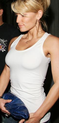 Jessica Simpson aguanta la respiración