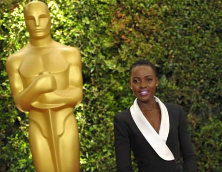 Lupita Nyong'o, una futura estrella del cine y un gran estilo sobre la alfombra roja