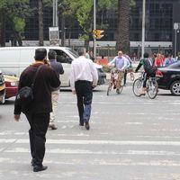 Hasta 36 horas de cárcel por hablar por teléfono mientras cruzamos la calle, la propuesta de diputados de México