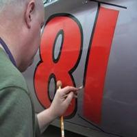 A que no tienes lo que hay que tener para pintar tu coche a mano como lo hace este tipo