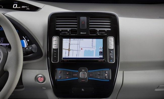 Nissan-Leaf-gps-650px