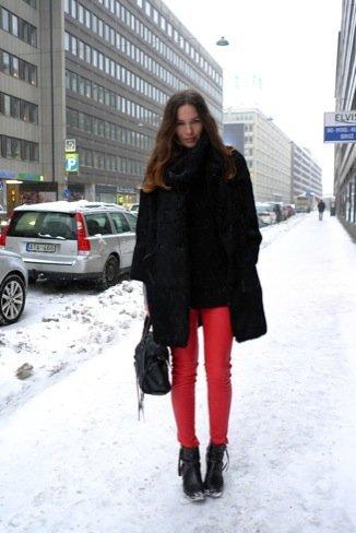 Estilo de Caroline Blomst abrigo negro