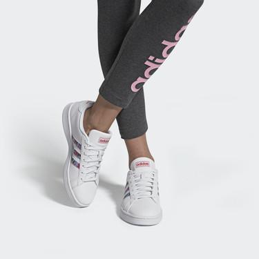19 zapatillas blancas en rebajas de Adidas, Nike y Reebok para llevar en verano y siempre