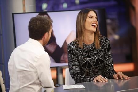 Alessandra Ambrosio visitó El Hormiguero para lucir cachas
