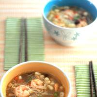Sopa de caldo dashi con shiitake y frutos del mar. Receta oriental