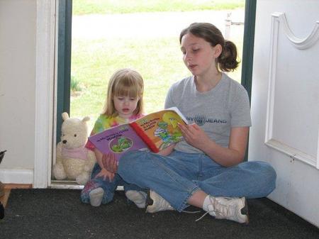 Oir muchas veces el mismo cuento acelera la adquisición del vocabulario en los niños