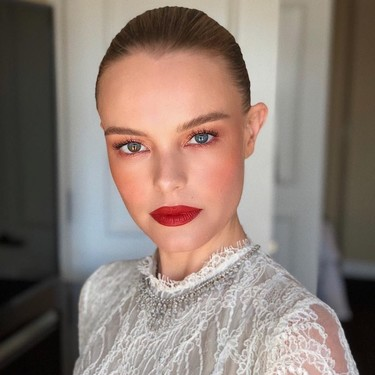 Blanca y radiante va Kate Bosworth (en los Critics' Choice Awards 2018)
