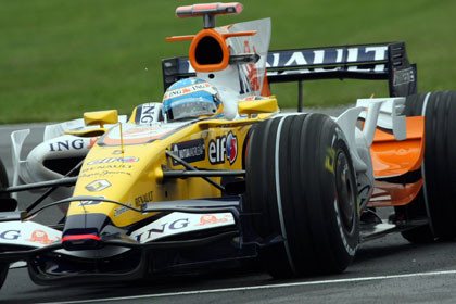 Fernando Alonso se cuela en la segunda fila