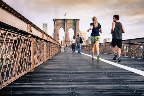Practica running con seguridad también en asfalto: siete consejos para correr de  forma segura y eficiente en esta superficie