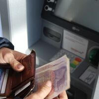 China sigue reforzando su moneda digital: ahora permite operar en cajeros automáticos con ella
