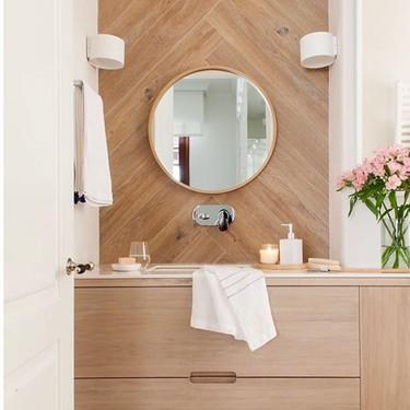 Once cuartos de baños con mucha madera para inspirarse