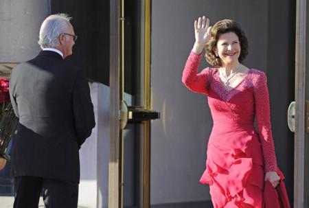 Comienza el paseillo de monarcas y aristócratas sobre la alfombra roja de la cena de gala sueca