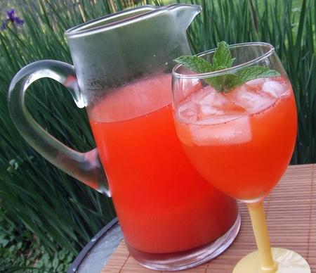 Receta de verano: limonada de fresas para preparar con niños