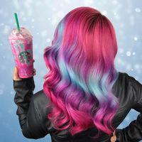 El frapuccino de unicornio ha inspirado una nueva tendencia beauty: ¿alguien para el #FrapuccinoHair?