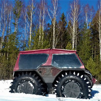 La última bestialidad rusa es este todoterreno anfibio con manillar de moto, camas y ruedas gigantescas