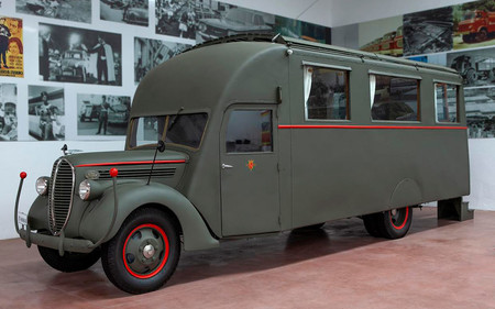 Este camión Ford fue el comedor sobre ruedas de Franco en la Guerra Civil y se ha subastado por 22.700 euros