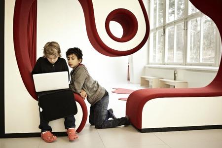 Escuelas Vittra mueble formas redondeadas