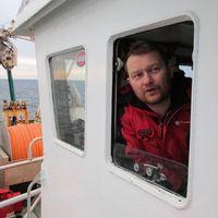 Mascar tabaco, beber café y ganar mucho dinero: así es la pesca del bacalao en el ártico noruego
